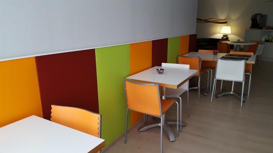 Hostal Aslyp 114: Redecoración del salón