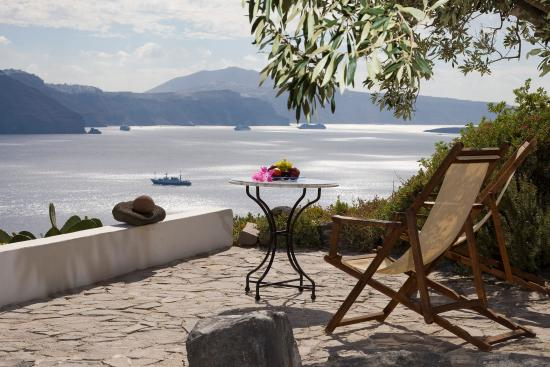 Chelidonia Villas: We offer caldera view from all our villas