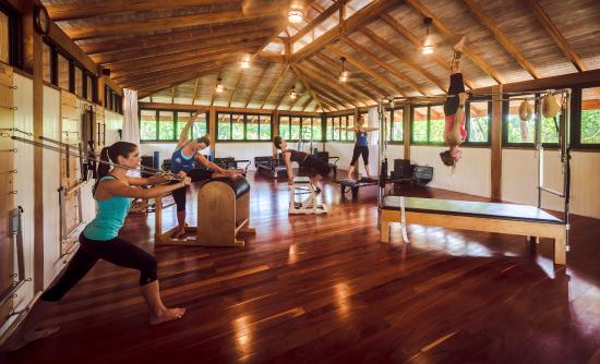 Pilates Nosara: Try the different equipment