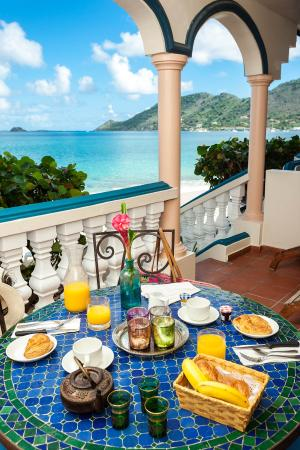 Le Petit Hotel: Complimentary breakfast on private terrace.