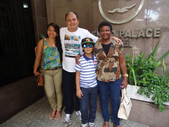 Mengo Palace Hotel: Minha família no Mengo Palace