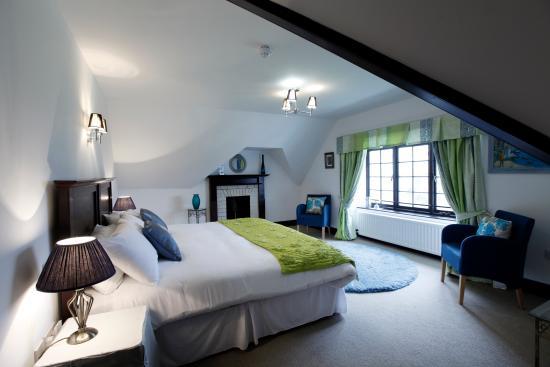 Kirkhill, UK: A luxury bedroom at Achnagairn
