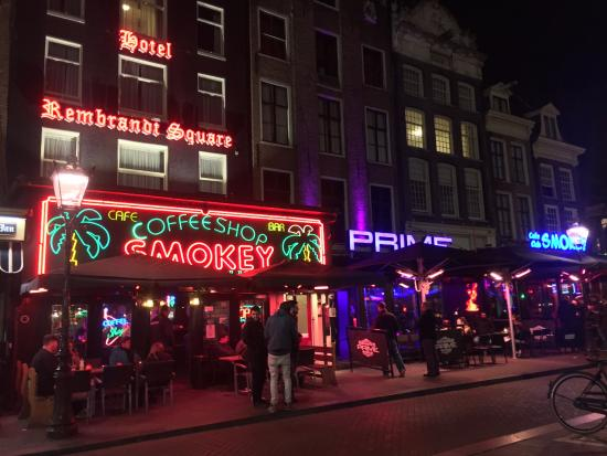 Rembrandt Square Hotel: Entrada al hotel