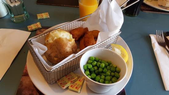 Tredegar, UK: Scampi and jacket potato