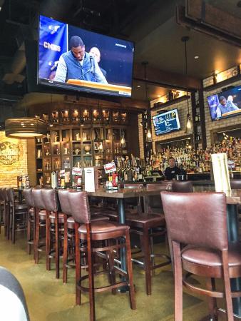Silverdale, WA: Beautiful collection in the corner. Nice bar.