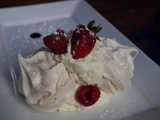Mabie House Hotel- Bar & Restaurant: Meringue with berries at Mabie House Hotel