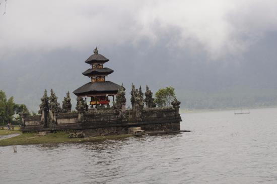 Baturiti, إندونيسيا: Ulun Danu Temple