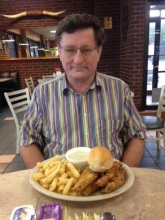 Sealy, TX: Look at size of plate and portions compare to person.