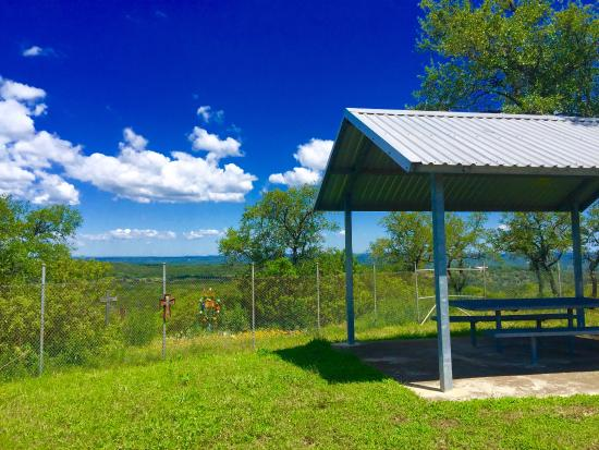 Devil's Backbone Scenic Drive: Overlook, rest stop with picnic tables