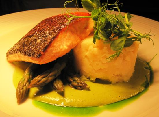 Pickhill, UK: Fillet of Salmon, Fresh Asparagus, Lemon Crushed Potatoes, Hollandaise Sauce