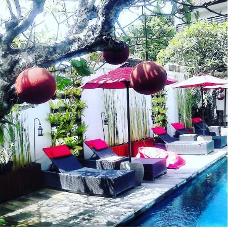 Kamar Kamar Rumah Tamu: view of pool in kamar kamar