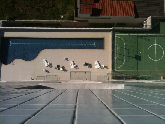 E Quadra Área da piscina e quadra. - foto de san diego suítes uberlândia