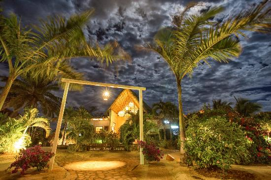 Jaguar Reef Lodge & Spa : Main Entrance