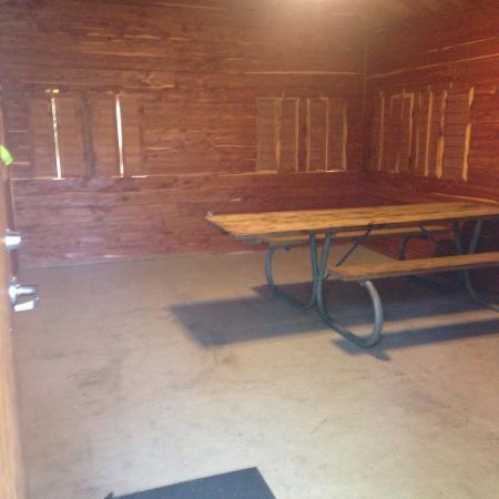 Smithville, TX: Premium screened shelter #1