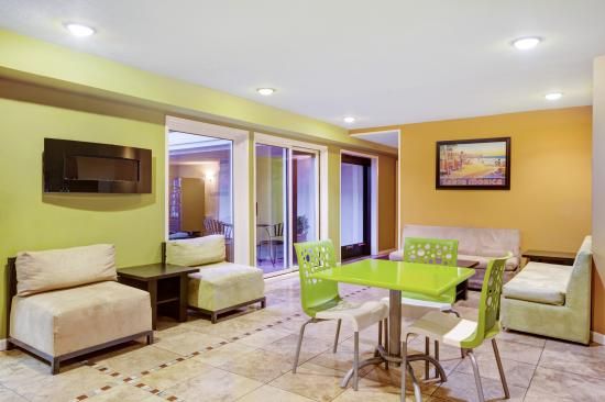 Days Inn and Suites Santa Cruz: Lobby