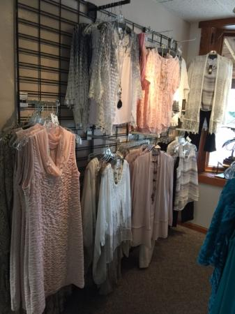 Saratoga, WY: Elegant Chic Boutique