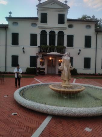 Relais Villa Fiorita Hotel : Plaza de las Villas
