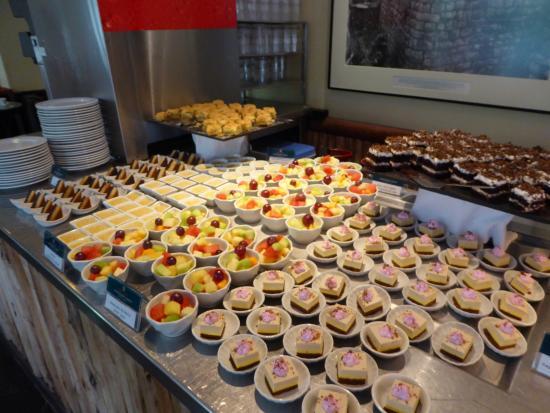 Tinkuy Buffet Restaurant at Sanctuary Lodge: Buffet