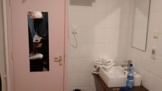 Hotel room11