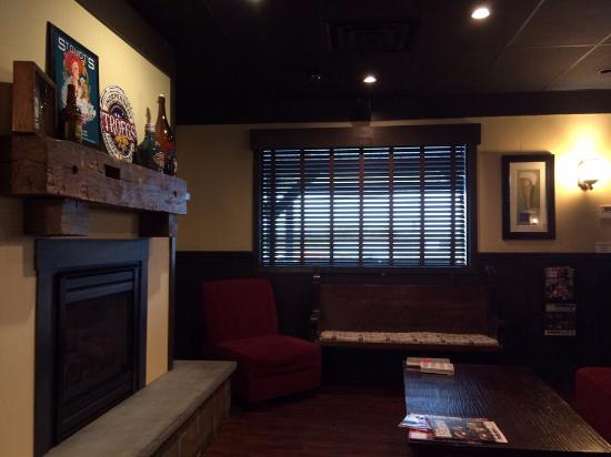 Limerick, PA: Cozy, warm and inviting with 'chill' seating area and fireplace