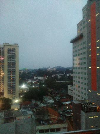Galeri Ciumbuleuit Hotel & Apartment: View from 19th floor