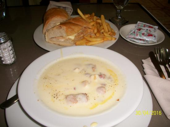 Hotel Puerta del Sol: potato soup, bacon bits, croutons, chicken sandwich with fries