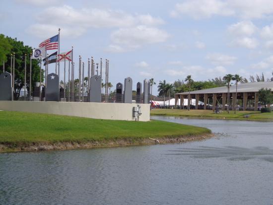 Tropical Park: Praça das bandeiras