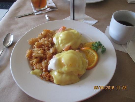 Congress, AZ: Smoked Salmon Benedict....perfect poached eggs