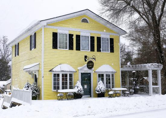 Washington, VA: Shop & Gallery in winter