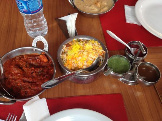 Bawarchi: Frango mega picante com arroz e molhos que sobraram da entrada