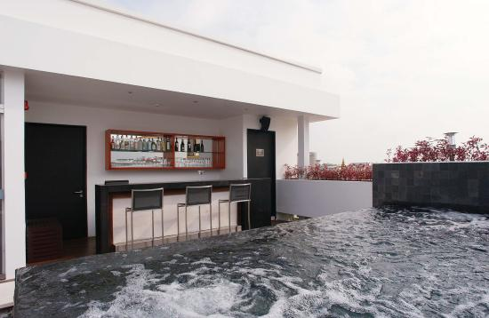 The Quay Boutique Hotel: Jacuzzy