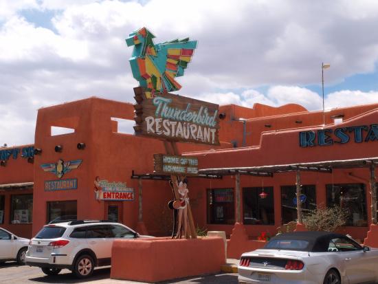 Mount Carmel, Utah: Outside view of the Thunderbird Restaurant