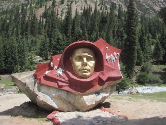 Barskoon, جمهورية قرغيزستان: Камень Гагарина 