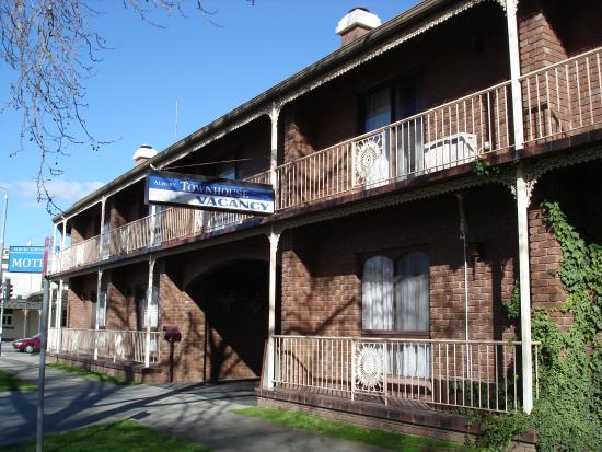 Albury Townhouse Motel: Street Shot