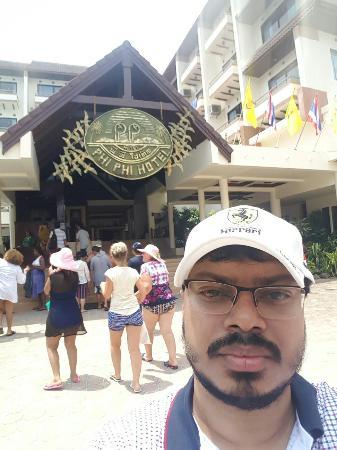 Phi Phi Hotel: 20160503_130252_large.jpg