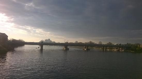 Premier Inn London Putney Bridge Hotel: View of the Thames river