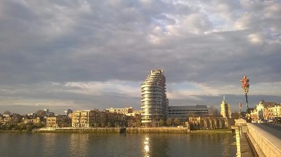 Premier Inn London Putney Bridge Hotel: Thames river View from room