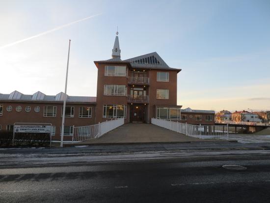 Hostel B47: ด้านหน้าตัวโรงแรมครับ ถ้าเห็น ตัวอาคารแบบนี้ แสดงว่ามาถูกที่แล้วครับ