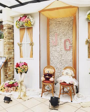 Bondowoso, Indonesien: Habia una boda en el salón de fiestas y me pareció bastante pintoresco este detalle.