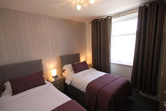The Westbrook: Twin En-suite Room
