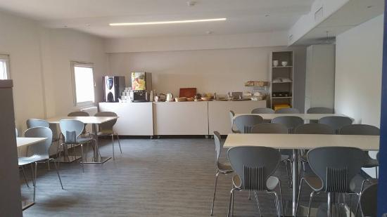 Drive Inn Hotel: Breakfast area