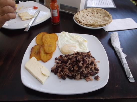 Somoto, Nikaragua: Desayuno tipico / 7 avril 2016