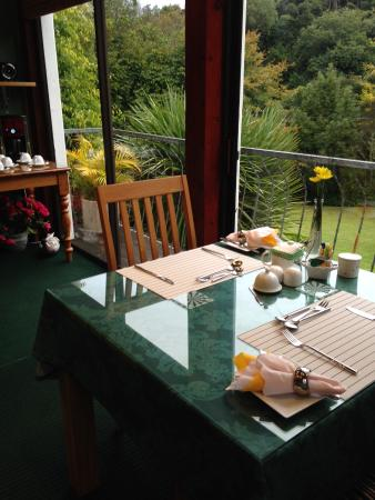 Edenwood Guest House : breakfast room with a view