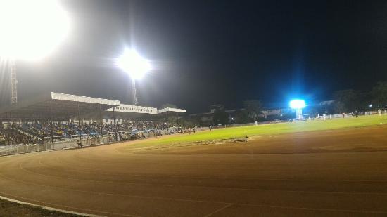 Lamphun, Tailândia: สนามกีฬากลางองค์การบริหารส่วนจังหวัดลำพูน