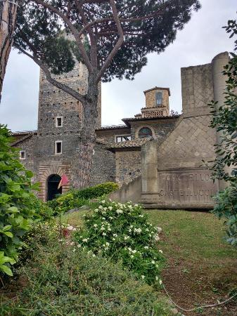 Salone ristorante - Foto di Castello della Castelluccia, Roma - TripAdvisor