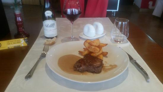 Montliot-et-Courcelles, France: Restaurant Cote Seine