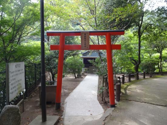 Kobe, Giappone: une porte pour allez prier a ce petit temple..