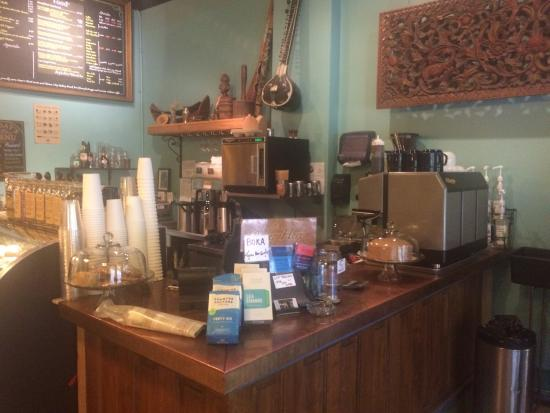 World Coffee Cafe: Love this place-GREAT lattes!!! Carpe diem!!!