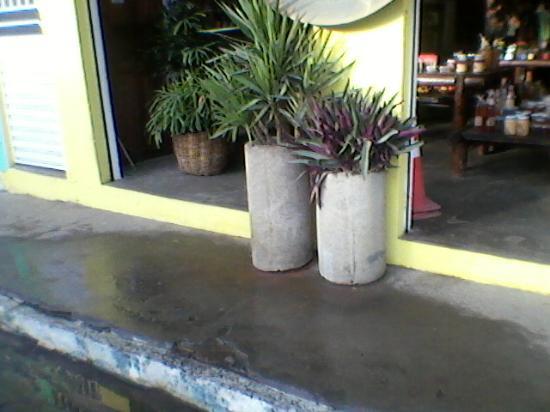 Ibirataia, BA: Entrada da loja