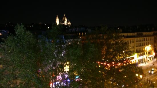 Vue De Nuit Sur La Basilique Du Sacr U00e9 Coeur De La Fenetre